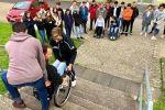 Rollstuhl in der Schule - Berührungsängste abbauen